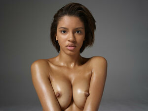 pretty ebony nude